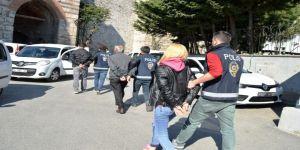 Fatih'te 28 Ayrı Kapkaççılık Olayına Karışan 4 Kişi Adliyede