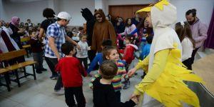 Köylerdeki çocuklar için 'tiyatro turnesine' çıkıyorlar