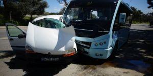 Kartal'da Minibüs İle Otomobil Çarpıştı: 1 Yaralı