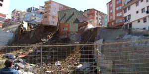 Kağıthane Yahya Kemal Mahallesi Akkaya Sokak'ta Toprak Kaymasının Yaşandığı Alanda 1 Bina Çöktü.