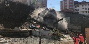 4 katlı bina çöktü
