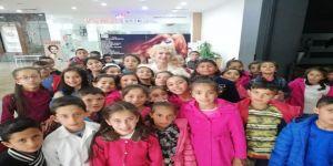 Mardinli Marilyn Monroe'dan Çocuklara 23 Nisan Sürprizi