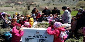 4-6 Yaş Kur'an Kursu Öğrencileri, Şehit Selman Çelik'in Kabrini Ziyaret Etti