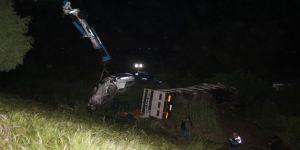 Kamyon ile otomobil şarampole uçtu: 1 ölü