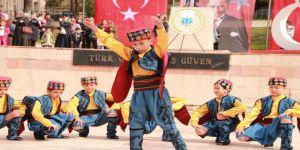 Çocuklar Ege ve Karadeniz oyunlarını Bilecik'e taşıdı