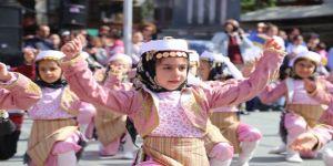 Antalya'nın ilçelerinde 23 Nisan coşkusu
