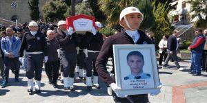 Asansör boşluğuna düşerek ölen genç polis toprağa verildi