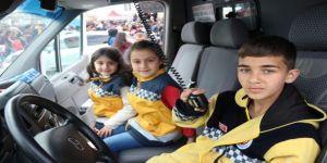 Çocuklar 23 Nisan'da Babalarının Koltuğuna Oturdu