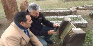 Ahlat'taki Tarihi Yapılar 'Karekod' İle Tanıtılıyor