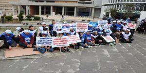 Bolu Belediyesi'nde İşten Çıkarılan İşçiler Oturma Eylemi Yaptı