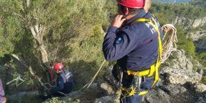 Kanyonda Fotoğraf Çektirmek İsterken Kayalıklara Düştü