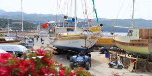Kaş'ta Tekneler Sezon İçin Deniz İnmeye Başladı
