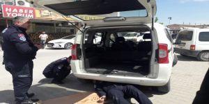 Arabanın Motoruna Giren Kediyi İtfaiye Kurtardı