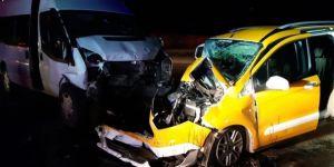 İki araç çarpıştı: 8 yaralı