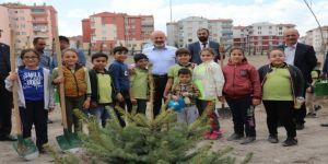 """Başkan Çolakbayrakdar, """"Çocuklarımızın Yüzlerini Gülebileceği Bir Şehir İnşa Ediyoruz"""""""