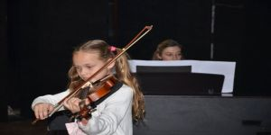 Kuşadası Müzik Ve Balo Ortaokulu Öğrencilerinden Dönem Sonu Konseri