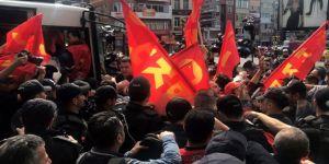 Taksim'e yürümek isteyen göstericilere polis müdahalesi