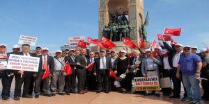 Taksim Meydanı'nda davul ve zurna eşliğinde 1 Mayıs kutlaması
