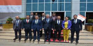 Vali Gül'e Türk Bayraklı Halı