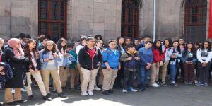 Büyükkılıç'ın 23 Nisan Hediyesinde 33 Bin Kişi Hayvanat Bahçesini Ziyaret Etti