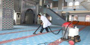 Camilerde Ramazan Temizliği Devam Ediyor