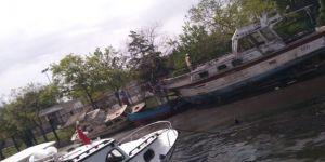Haliç'te Atıl Haldeki İki Tekne Çıkan Yangında Kül Oldu