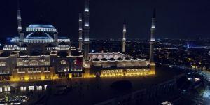 Büyük Çamlıca Camii'nde İlk Teravih Namazında Havadan Görüntülendi