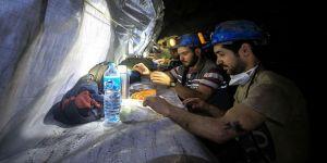 Yerin 350 metre altında ilk iftar