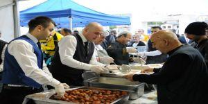 Tuzla Belediyesi, Ramazan'ın Bereketini İftar Çadırında Misafirleri İle Paylaşıyor
