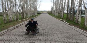 Engelli Öğrenciye Akülü Tekerlekli Sandalye