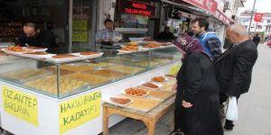 Ramazan Dolayısıyla Yemek Çıkartmayan Lokantalar Tatlı Satıyor