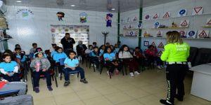 Minik Öğrencilere Trafik Eğitimi Verildi