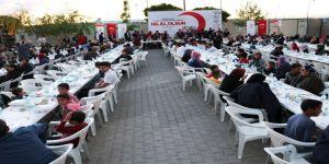Türk Kızılayı'ndan Suriyeli mültecilere iftar yemeği