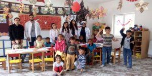 Üniversite Öğrencilerinden Köy Okullarına Destek