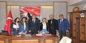 """""""Kuaförüm Okulda"""" Projesinin Kuaförleri Ödüllerini Aldı"""