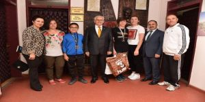 Denizlili Öğrenciler Yüzme Yarışmasından Madalyalarla Döndü