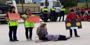 Öğrenciler Trafik Kurallarını Drama İle Öğrendi