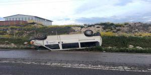 Minibüs Yoldan Çıktı: 2 Yaralı