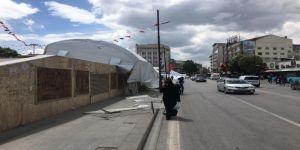 Şiddetli Rüzgar, İftar Çadırını Uçurdu