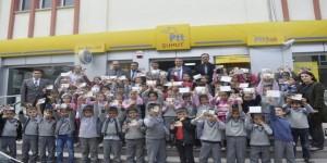 Minik Öğrenciler İlk Kez Tebrik Kartı Gönderdi