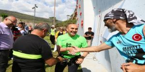 Soyer, Macera Park'ı gezdi, spor tırmanışı yaptı