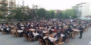 Bin 200 kişiye iftar yemeği verildi