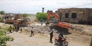 Tarihi dokuya zarar veren yapılar yıkılıyor