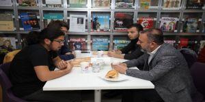 Sincan Belediye Başkanı Murat Ercan, Gençlerle İftar Yaptı