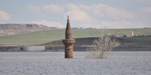Sular altında kalan köyünü görmek için yurt dışından Kars'a geldi