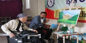 Süsleme Yaparken Engelli Olan Ressam, Şimdi Engellilere Resim Öğretmek İstiyor