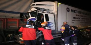 TEM Otoyolunda 2 kamyon çarpıştı