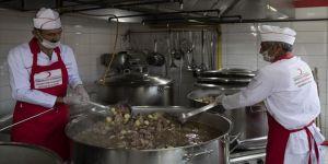 Asırlık aş ocağının kazanları ramazanda da kaynıyor