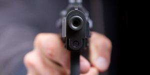 Taksici meslektaşını silahla yaraladı
