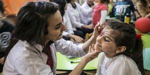 Köy çocuklarının yüreklerine 'sevgi' taşıyorlar